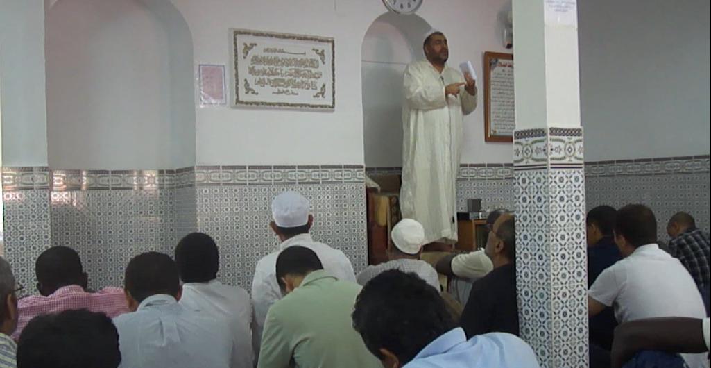 El imam de Badajoz , Adel Najjar durante la Jutba ( sermón ) del Viernes