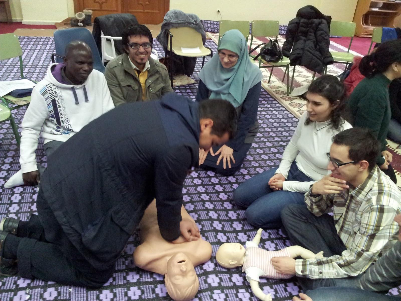 Curso de primeros auxilios en la Mezquita Central de Madrid