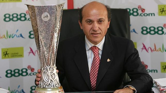 Tatary: Invitado al informativo, del Presidente del Sevilla F.C.