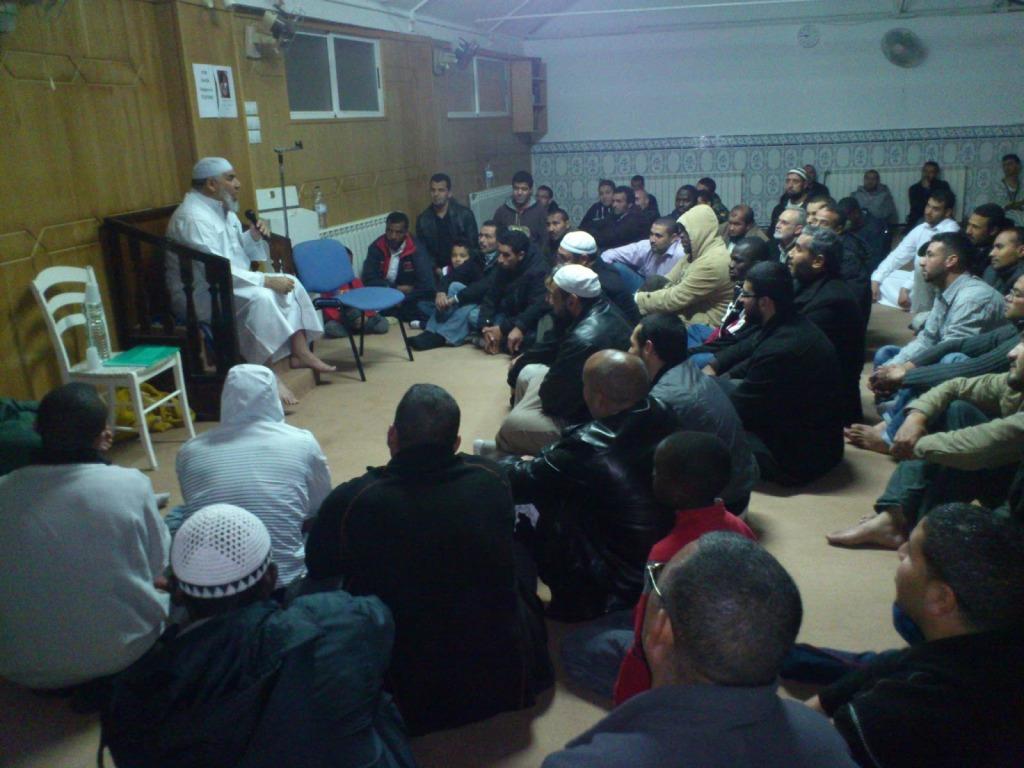 El Shaij Abdesalam Al Basiouni en la Mezquita Khalid Ben Al Walid