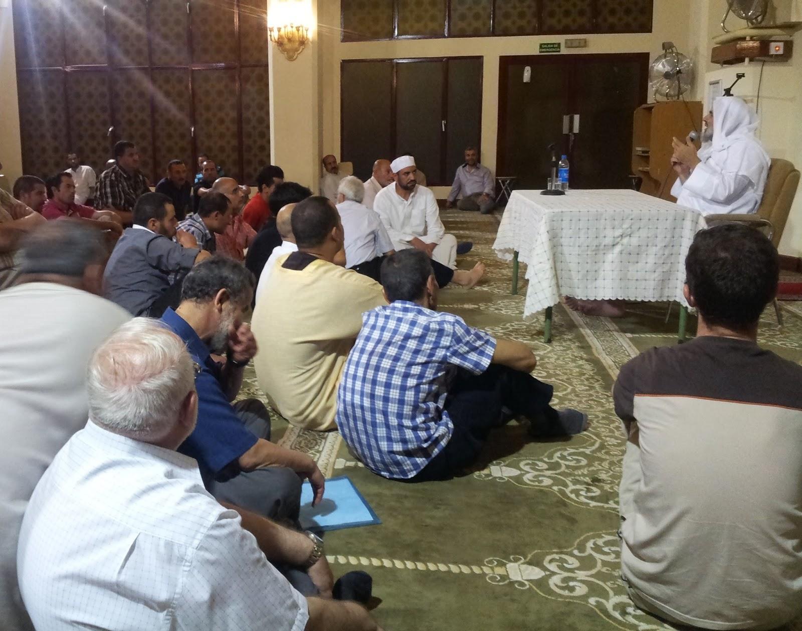 El Shaij Abdesalam Al Basyponi diserta sobre la postura de los musulmanes ante la crisis