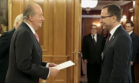 El Rey, junto al embajador de EEUU.  Ángel Díaz  Efe