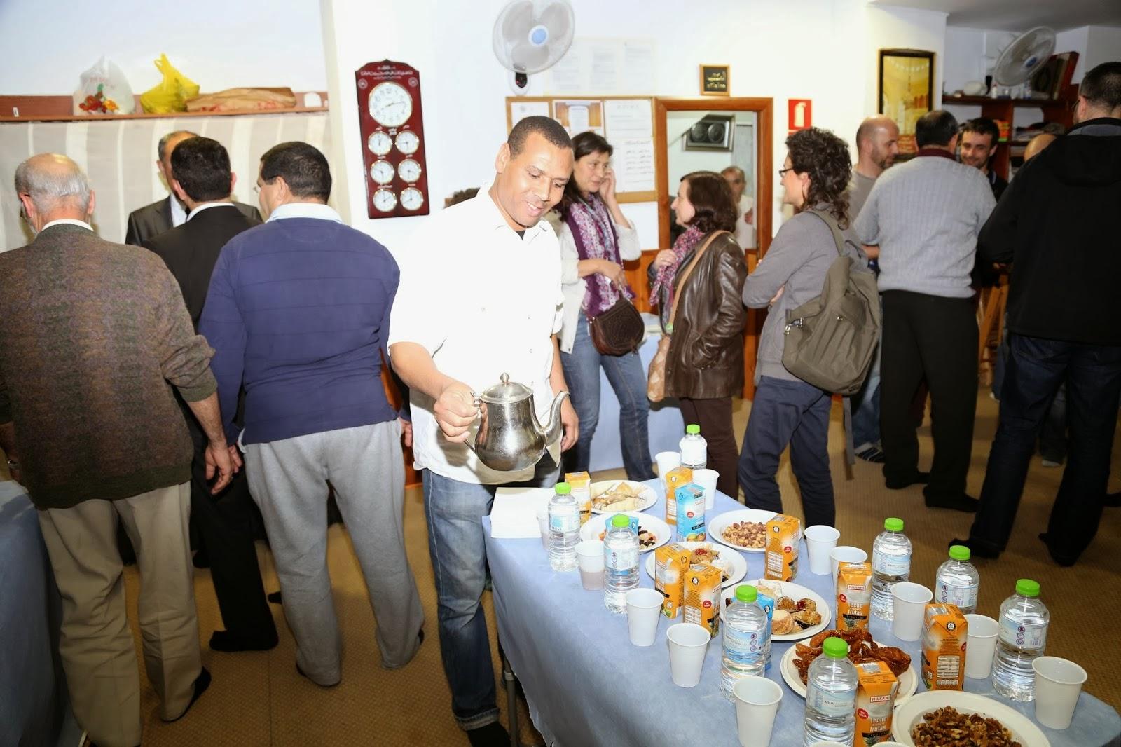 La Comunidad Islámica de Sant Joan Despí organiza VI jornada de puertas abiertas .