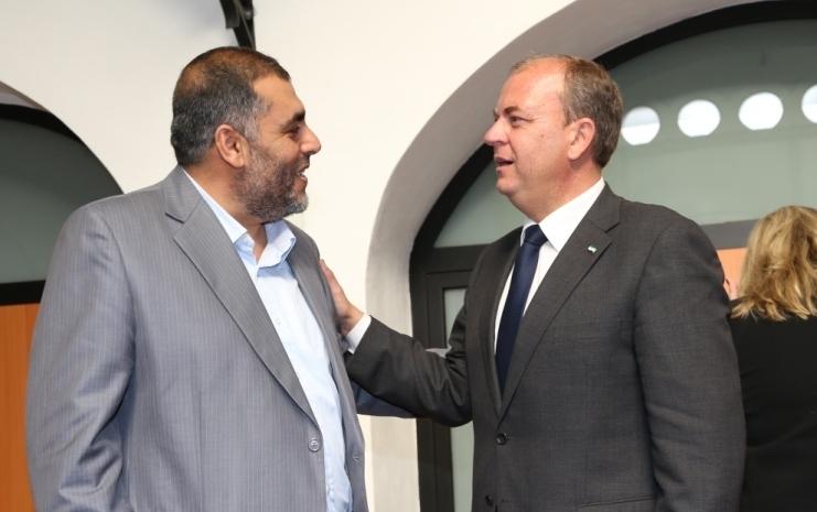 Intercambio de saludos con el Presidente de la Junta de Extremadura  ( Foto : Santiago García )
