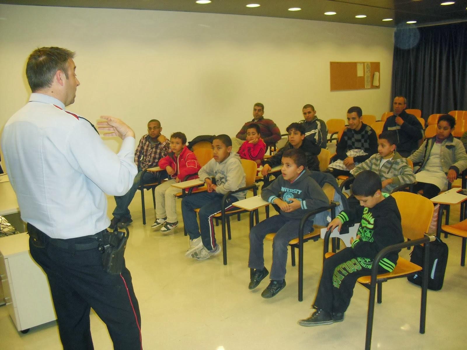 Alumnos de la comunidad islámica de Roquetes visitan a Mossos de escuadra