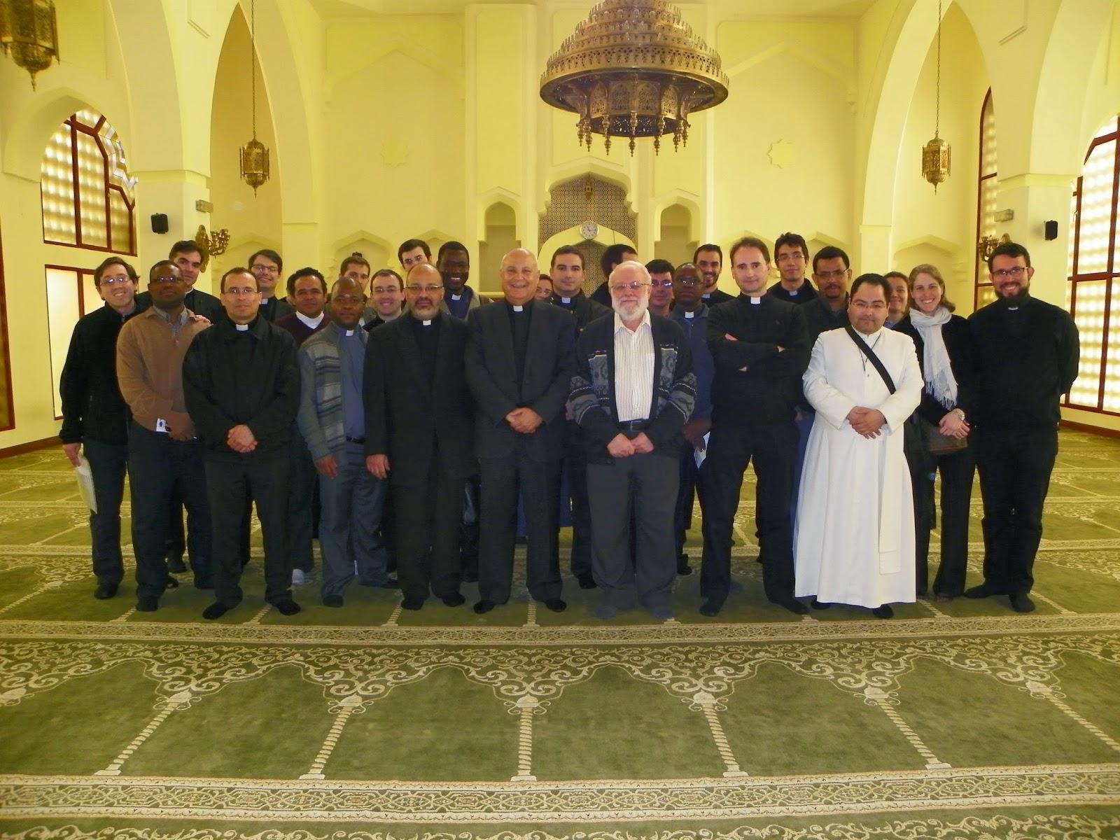 Estudiantes de la Universidad San Dámaso, visitan la Mezquita Central de Madrid