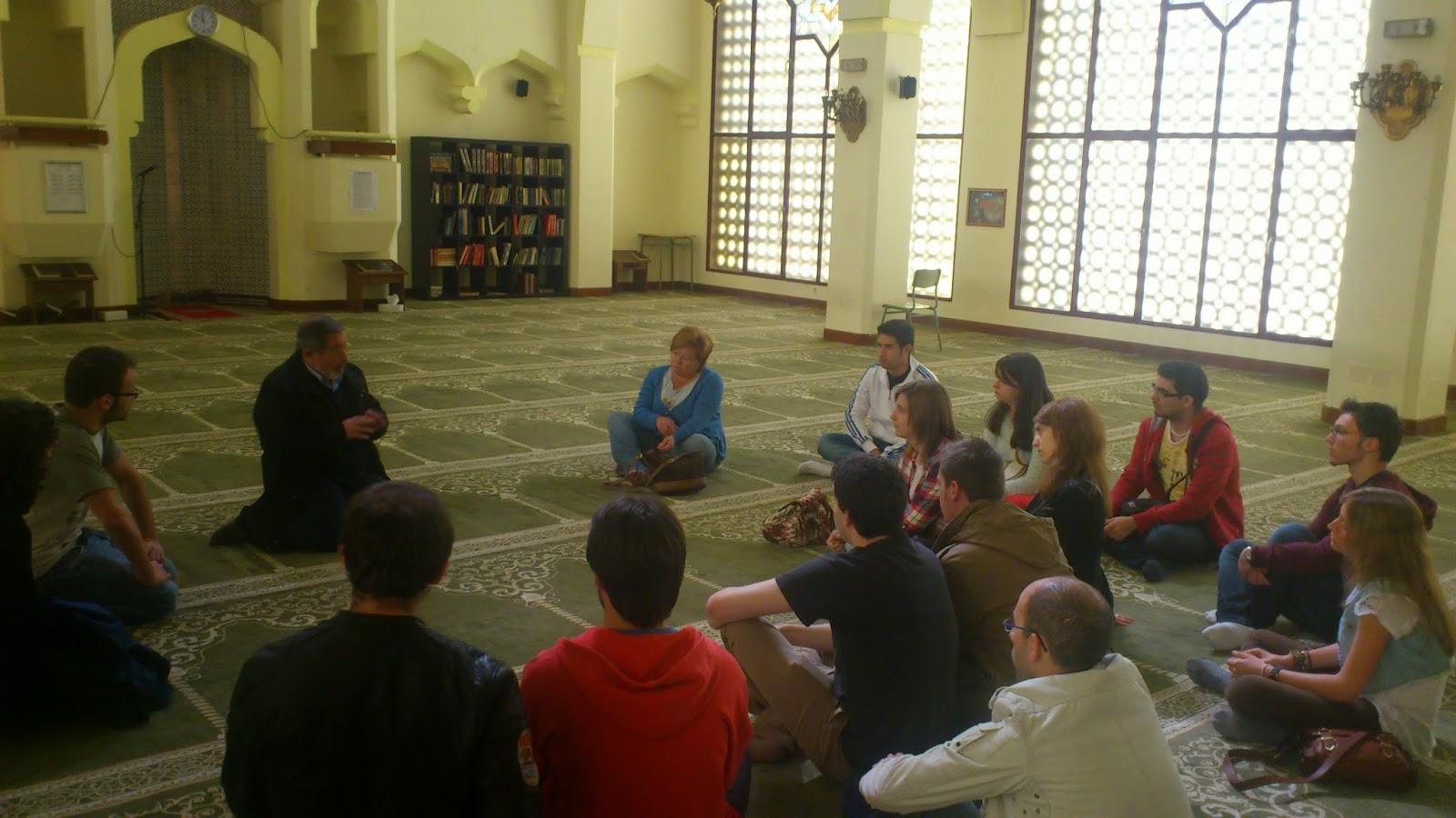 Estudiantes de la Universidad Autónoma de Madrid, visitan la Mezquita Central de Madrid