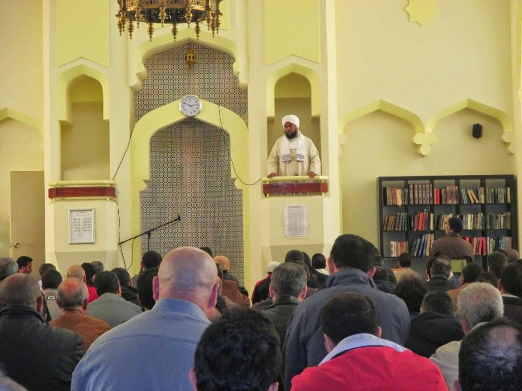 La Hermandad y la cooperación tema de la Jutba (oratoria) en la Mezquita Central de Madrid.