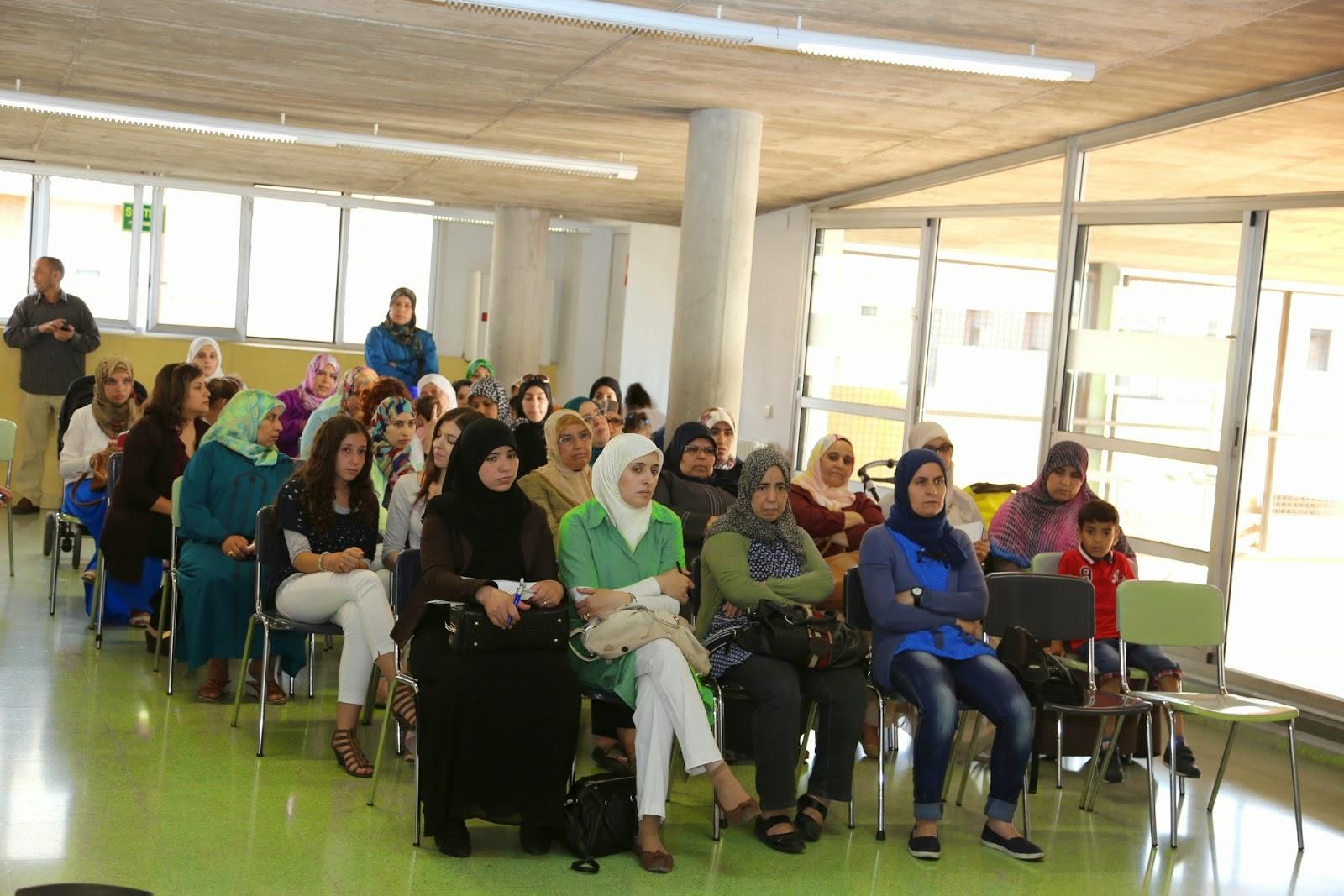 UCIDCAT organiza una mesa redonda sobre La familia Musulmana en Cataluña y el papel de la mujer en el ámbito social.