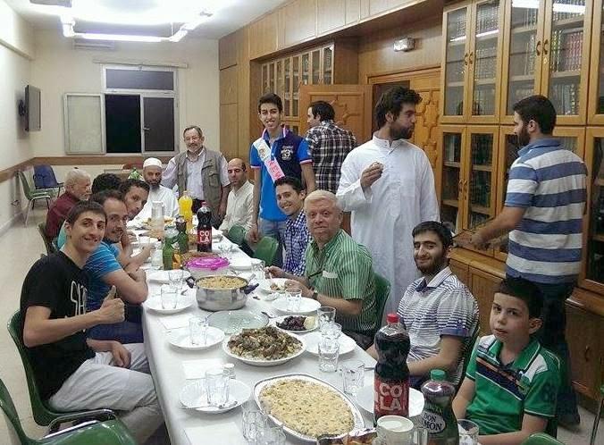 Iftar para los jóvenes de la Mezquita Central de Madrid