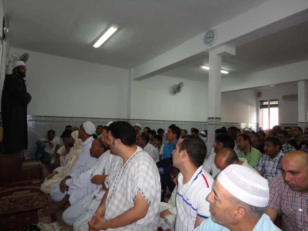Los fieles musulmanes celebran la Fiesta de Idul Fitr en la Mezquita de Badajoz