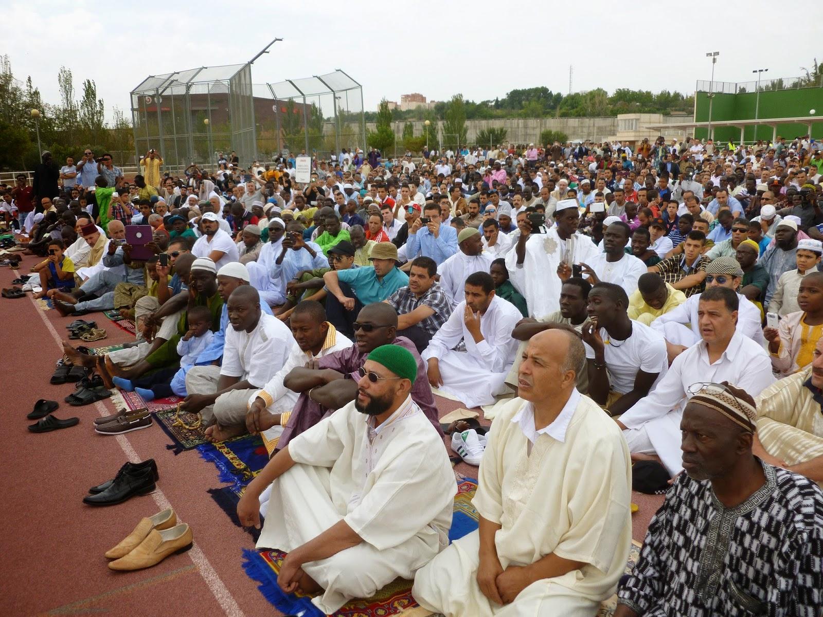 Más de 3.000 musulmanes celebran en Zaragoza el fin del Ramadán