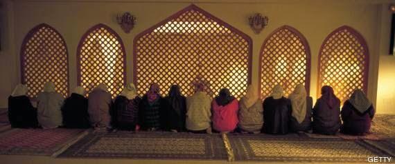 Los musulmanes de España rezan las últimas oraciones del mes de Ramadán que finalizará este lunes