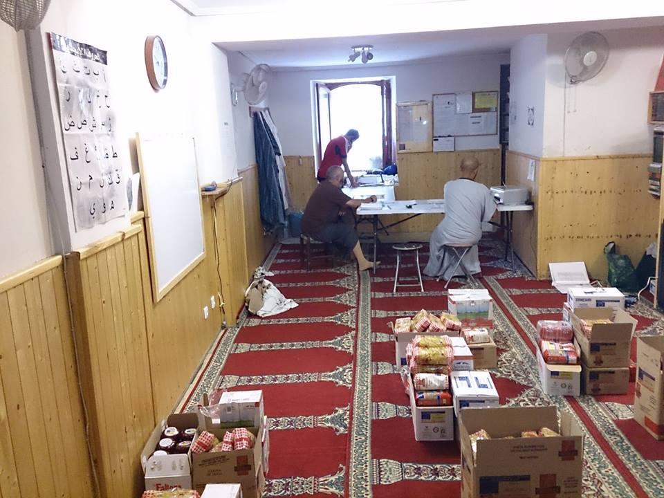 La comunidad islámica de Haro reparte alimentos a los necesitados.