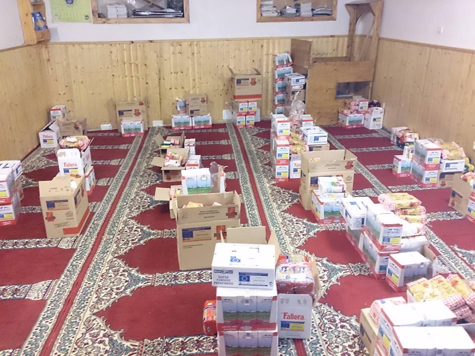 توزيع المواد الغذائية في مسجد آرو بإقليم لاريوخا