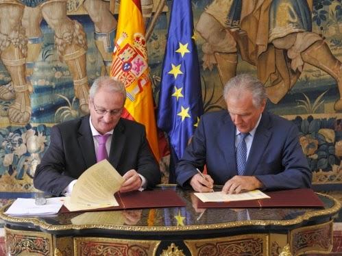 Justicia y el Consejo General del Notariado firman un convenio para agilizar la inscripción en el Registro de Entidades Religiosas