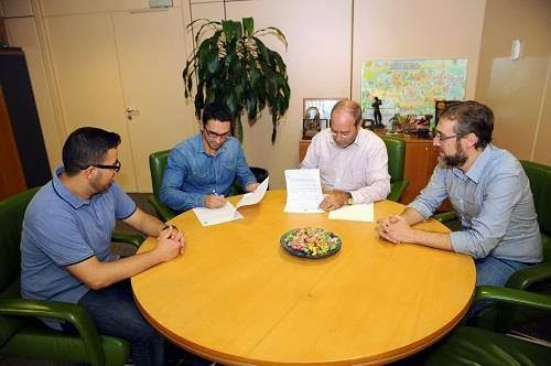 El Ayuntamiento de Fuenlabrada y la Asociación Juvenil Al-Umma firman un convenio de colaboración