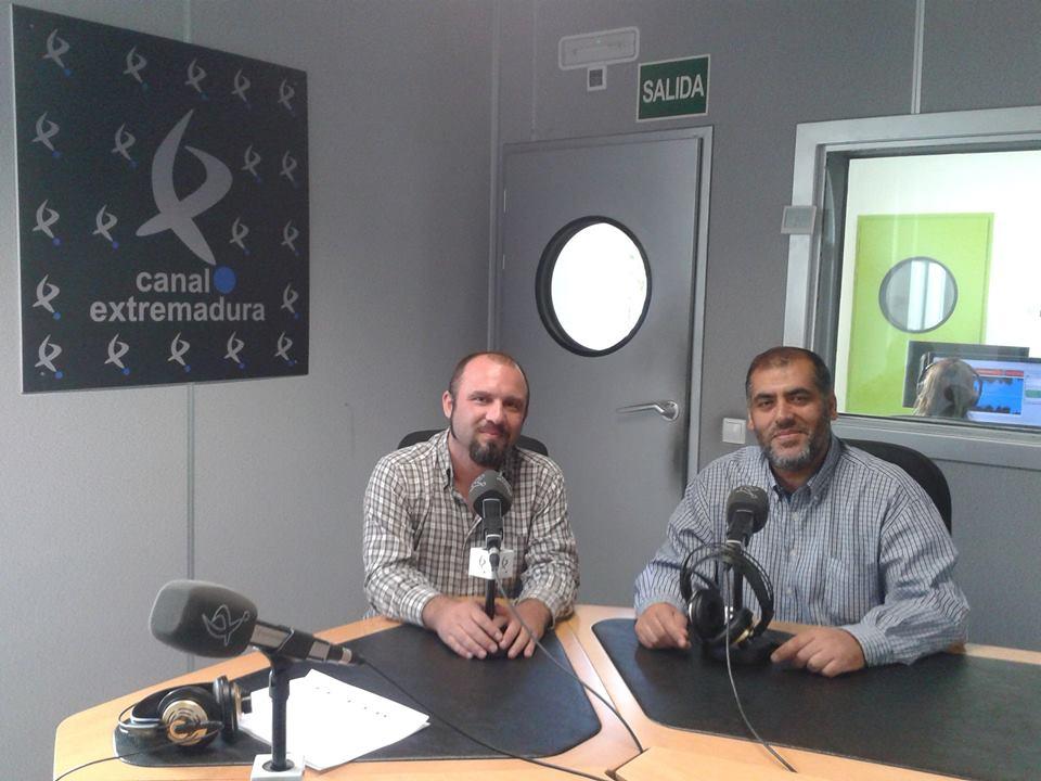 Adel Najjar con el periodista, José Carlos Macias,