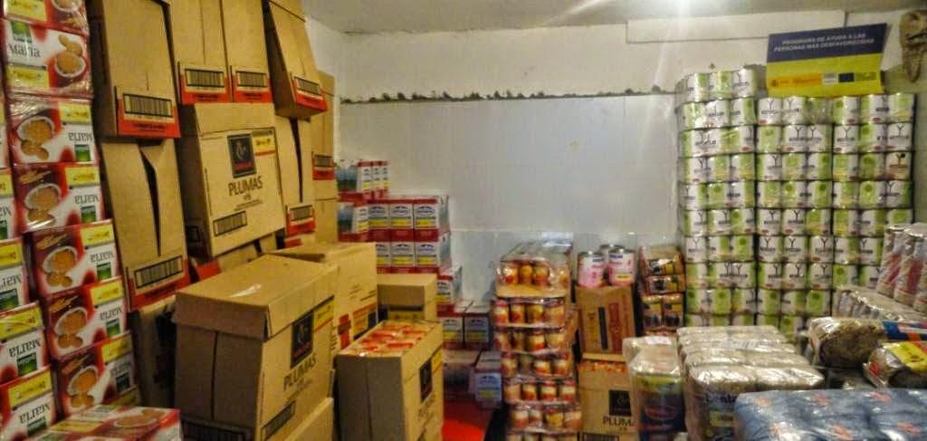 Segunda fase de la distribución de alimentos en la Mezquita de Badajoz