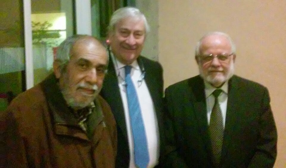 Tatary y Abboshi junto con el  Consejero de Sanidad en la puerta de la Consejería
