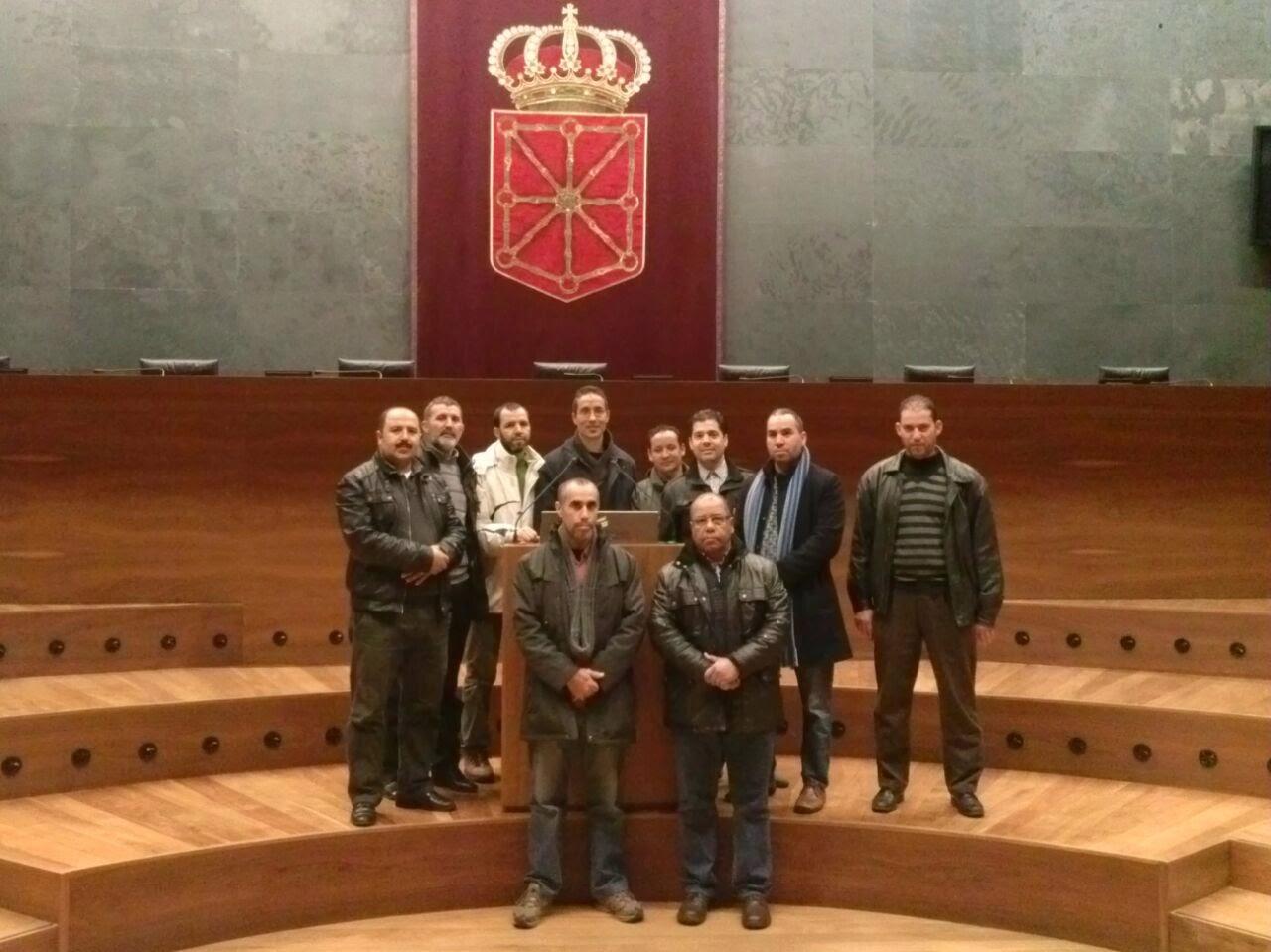 Foto de los miembros de La junta directiva  de la UCIDNavarra, en el parlamento navarro
