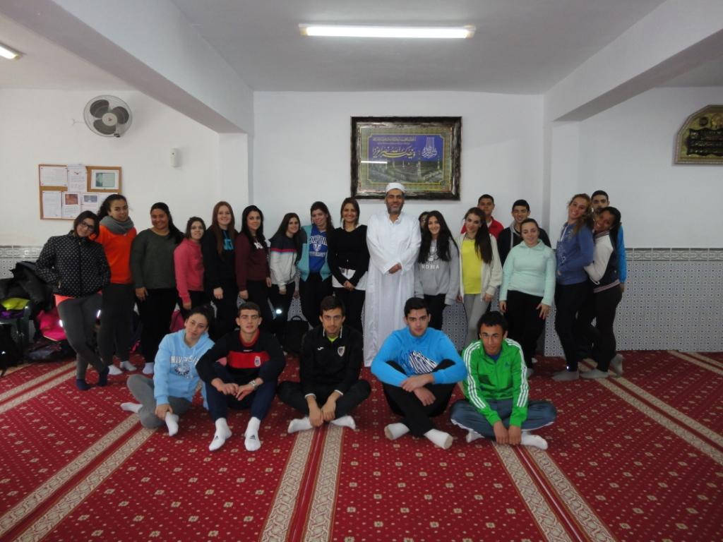 طلاب معهد سان خوسي يزورون مسجد بطليوس