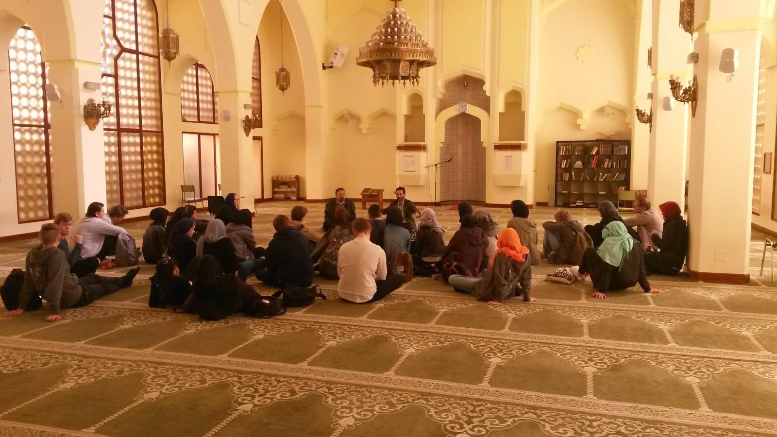 Foto del los alumnos en la Mezquita Central de Madrid