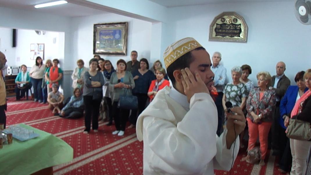 Visita de los estudiantes el curso de Posgrados de Mayores de la Facultad de Educación de la UEX a la mezquita de Badajoz