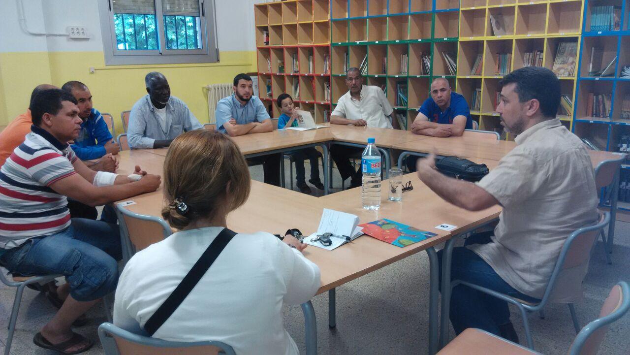 El presidente de UCIDCAT se reúne con los padres de los alumnos de la escuela Virgen de Montserrat