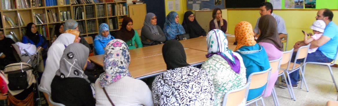 El presidente de UCIDCAT se reúne con las madres y padres de los alumnos de la escuela Virgen Montserrat de Terrassa.