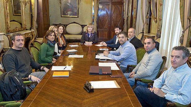 Primera reunión del grupo de trabajo formado por representantes del Gobierno y de la comunidad isámica de Navarra. (CEDIDA)