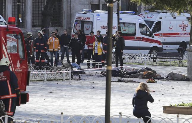 servicios-rescate-zona-del-atentado-estambul-1452590991998