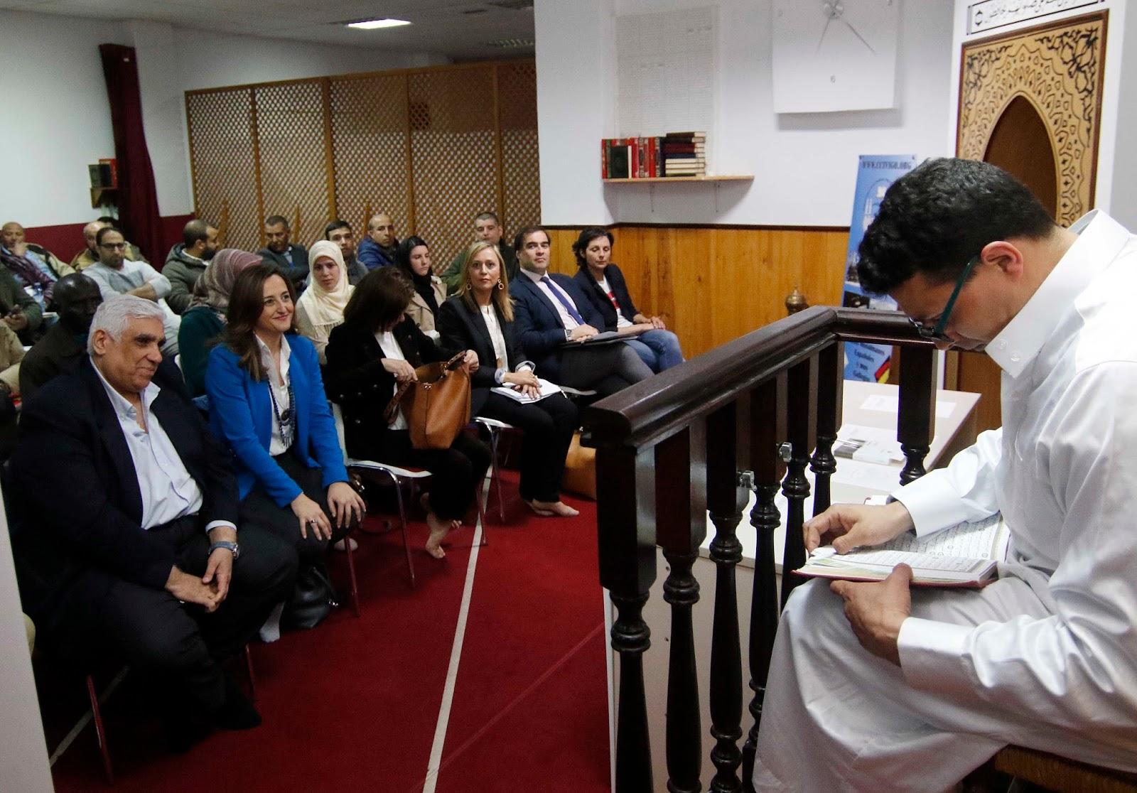 Representantes del PP, ayer en el Centro Islámico de Vigo, donde presentaron la propuesta.