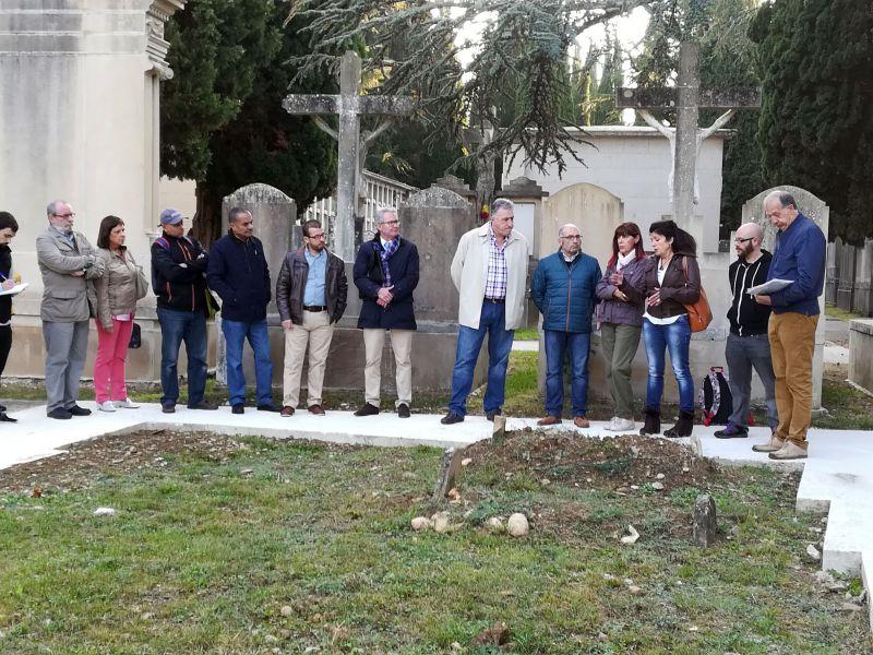 Visita de los concejales a los enterramientos musulmanes en el Cementerio Municipal de Pamplona
