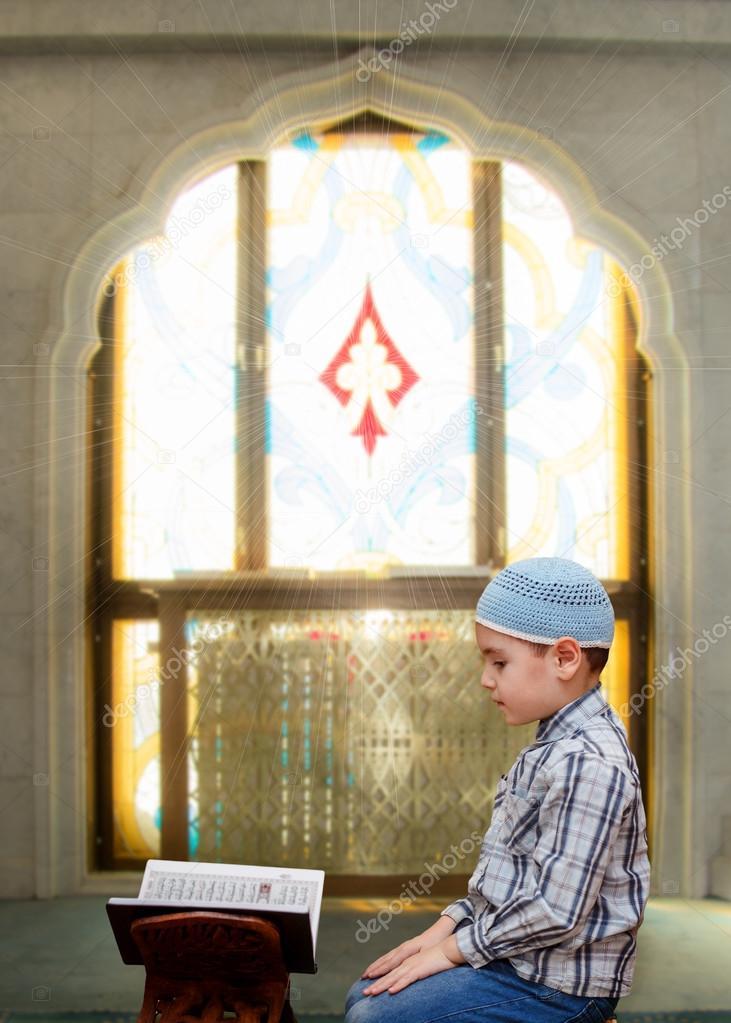 depositphotos_95124312-stock-photo-little-boy-in-the-mosque